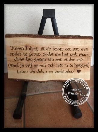 Mooie Douglas boomschors plank met persoonlijke tekst